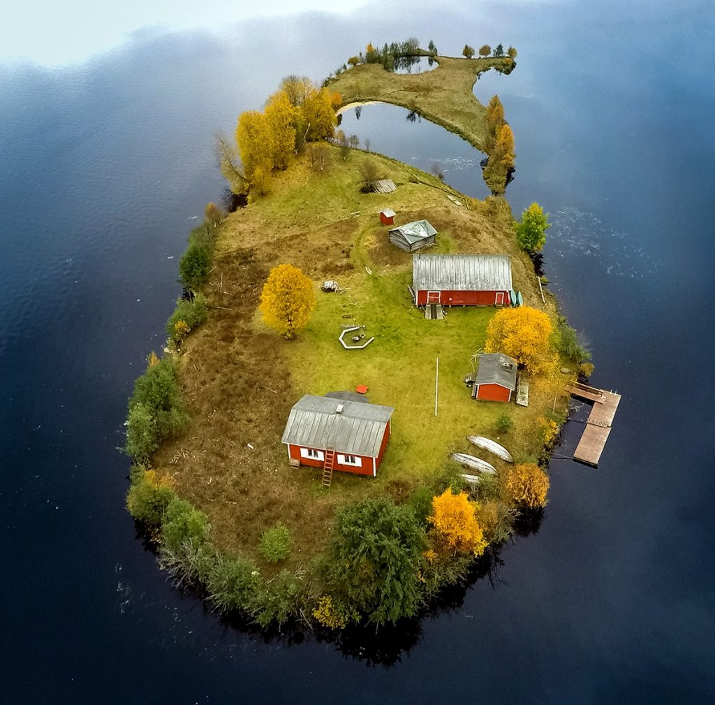 <a href=https://mymodernmet.com/jani-ylinampa-finland-lanscape-photography/ target=_blank >Amazing Aerial Photos of a Finnish Island Across Four Seasons</a>